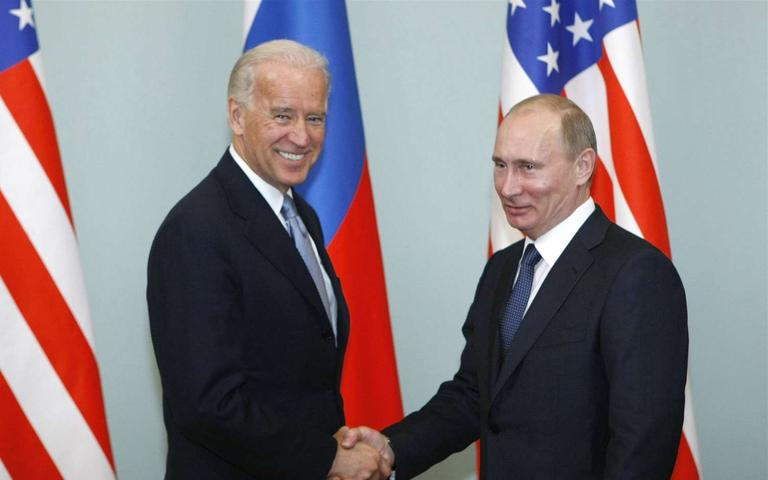 Biden%20proposes%20meeting%20Putin%20%27in%20a%20third%20country%27%20amid%20Ukraine%20tensions